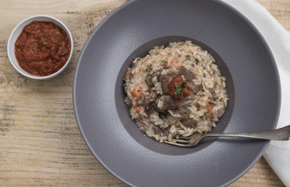 Pikantna rižota s teletino in ljutenico